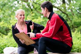Mit Fitness Coach oder Personal Trainer trainieren
